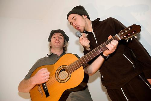 two men trieing to sing