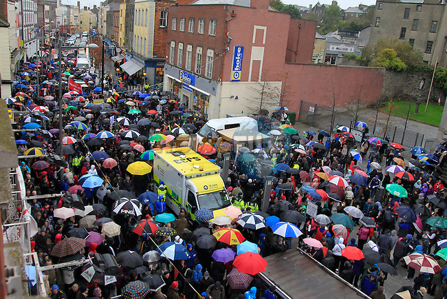 Water Charges Protest moving over the bridge of Peace to West street.<br /> Picture: www.newsfile.ie