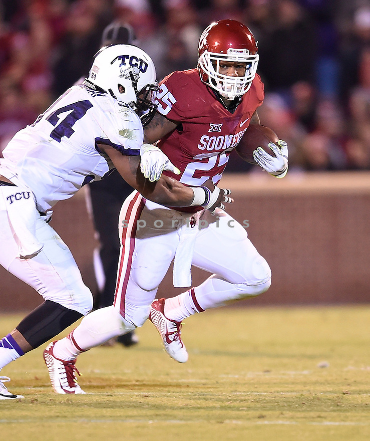 Oklahoma Sooners Joe Mixon (25) during a game against the Texas Christian Horned Frogs on November 21, 2015 at Memorial Stadium in Norman, OK. Oklahoma beat Texas Christian 30-29.