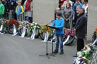 ALGEMEEN: JOURE: 04-05-2015, Dodenherdenking, Gedicht jeugd tijdens de Kranslegging in Park Heremastate, ©foto Martin de Jong