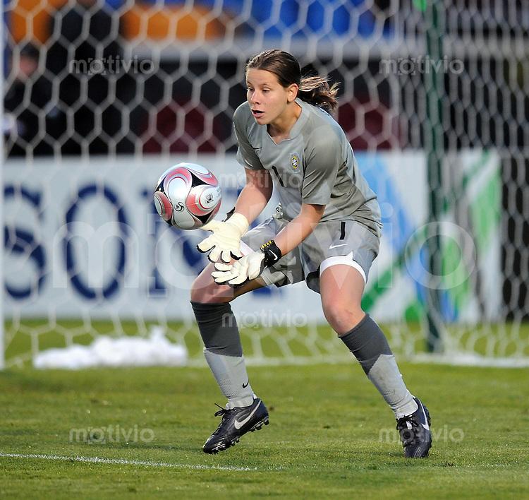 Fussball Frauen FIFA U 17  Weltmeisterschaft 2008    05.11.2008 Nigeria - Brasilien Aline (BRA) mit Ball