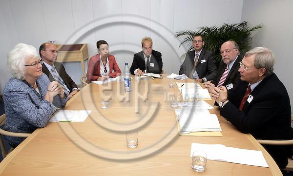 BRUSSELS - BELGIUM - 17 OCTOBER 2005 -- Eckhard UHLENBERG (R), Minister of Agricuture for Nordrhein-Westfalen visiting Mariann FISCHER BOEL (L), the EU-Commissioner for Agriculture. -- (Antrittsbesuch des Landwirtschaftsministers von Nordrhein-Westfalen, Eckhard UHLENBERG, bei der EU-Agrarkommissarin Mariann FISCHER BOEL.) -- PHOTO: JUHA ROININEN / EUP-IMAGES