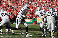 Oakland Raiders quarterback Aaron Brooks hands off to running back Justin Fargas in the third quarter at Arrowhead Stadium in Kansas City, Missouri on November 19, 2006. The Chiefs won 17-13.