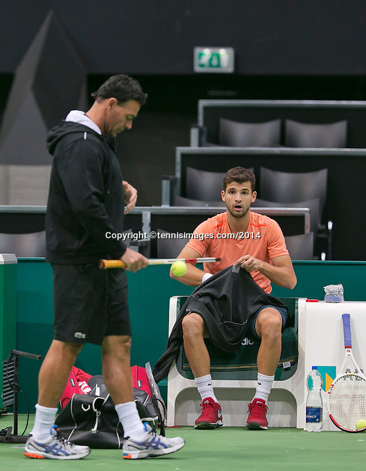 09-02-14, Netherlands,Rotterdam,Ahoy, ABNAMROWTT,  Dimitrov(BUL) with his coach coach Roger Rasheed<br /> Photo:Tennisimages/Henk Koster