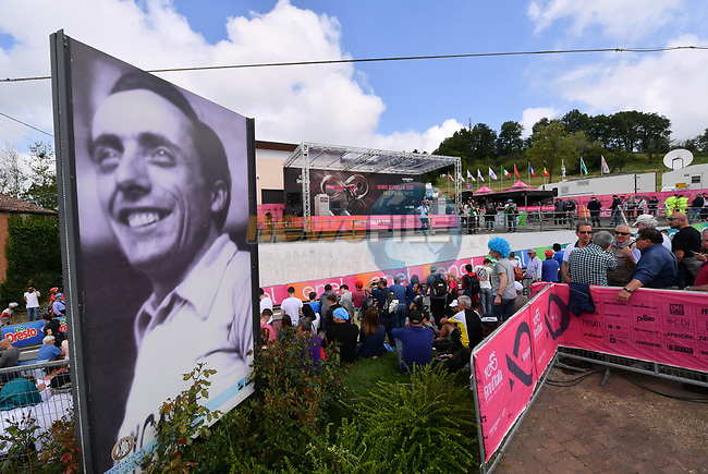 Sign on in Castellania before the start of Stage 14, birthplace of legendary champion Fausto Coppi, of the 100th edition of the Giro d'Italia 2017, running 131km from Castellania to Oropa, Italy. 20th May 2017.<br /> Picture: LaPresse/Gian Mattia D'Alberto | Cyclefile<br /> <br /> <br /> All photos usage must carry mandatory copyright credit (&copy; Cyclefile | LaPresse/Gian Mattia D'Alberto)