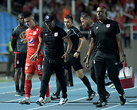 CALI-COLOMBIA , 02-05-2019.Jersson Gonzalez (Centro)  director técnico  del América de  Cali  ante  el  Cúcuta Deportivo durante partido por la fecha 19 de la Liga Águila I 2019 jugado en el estadio Pascual Guerrero de la ciudad de Cali./ Jerssson Gonzalez (Center) coach  of America de Cali  agaisnt  of Cucuta Deportivo during the match for the date 19 of the Aguila League I 2019 played at Pascual Guerrero stadium in Cali city. Photo: VizzorImage/ Nelson Rios / Contribuidor