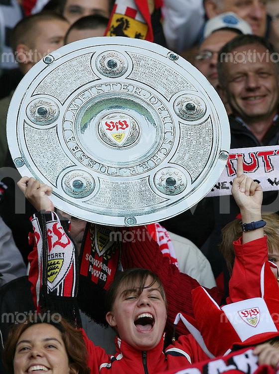 Fussball Bundesliga  33. Spieltag  VfL Bochum 2-3 VfB Stuttgart JUBEL VfB Fan mit Schale