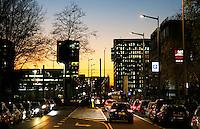 Nederland Amsterdam 2016. De Zuidas bij avond. Foto Berlinda van Dam / Hollandse Hoogte