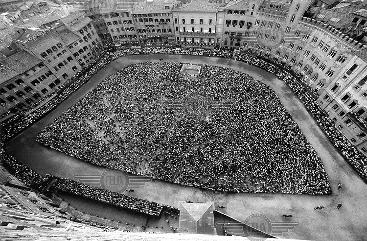 © Francesco Cito / Panos Pictures..Siena, Tuscany, Italy. The Palio. ..An aerial view of the Piazza del Campo on the day of the race...Twice each summer, the square in the medieval Tuscan town of Siena is transformed into a dirt racetrack for Il Palio, the most passionately contested horse race in the world. The race, which lasts just 90 seconds, has become intrinsic to the town's heritage since it was first run in 1597...