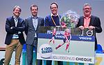 UTRECHT - 25 jaar partnership Volvo/KNHB,  Erik Gerritsen (dir. KNHB) ,Arthus van Es (Volvo)  met Hugo van Leeuwen Boomkamp (Volvo Buitenweg)  en HC Naarden voorzitter Marc van Wijk.  Nationaal Hockey Congres van de KNHB, COPYRIGHT KOEN SUYK