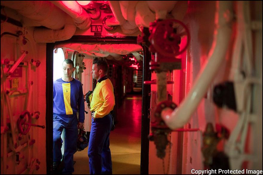 Février 2009/ Océan Indien/ Intérieur de navire la nuit.