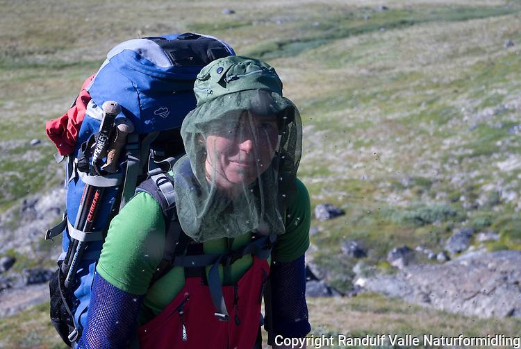 Jente med mygghatt og ryggsekk på tur på Grønland ---- Girl with mosquito net and back pack