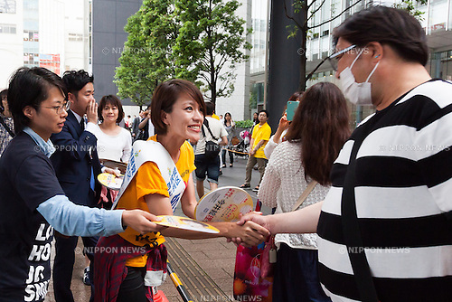 Liberal Democratic Party candidate Eriko Imai greets supporters during a campaign event in Akihabara on July 9, 2016, Tokyo, Japan. Shinzo Abe, leader of the Liberal Democratic Party and Prime Minister of Japan delivered his last campaign speech before the July 10th House of Councillors elections. (Photo by Rodrigo Reyes Marin/AFLO)