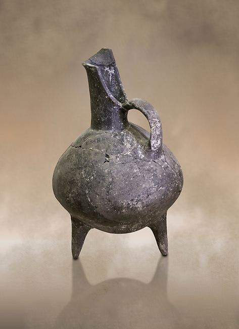 Bronze Age pitcher in terra cotta. 3200-1900 BC from Beycesultan. Hierapolis Archaeology Museum, Turkey. Against an art background