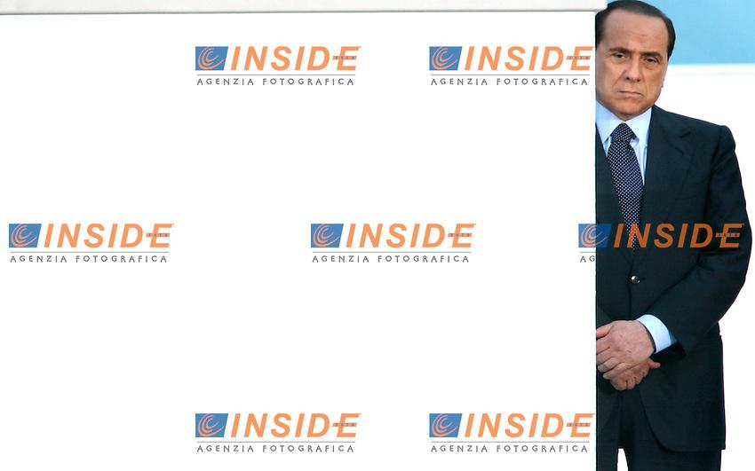 Napoli 07-04-2006 Piazza Plebiscito:Chiusura della Campagna Elettorale della Casa delle Liberta<br /> Nella foto il leader  il leader di Forza Italia Silvio Berlusconi<br /> Photo Serena Cremaschi Insidefoto