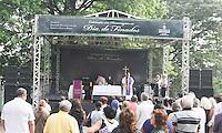 SAO PAULO, SP, 02.11.2014 - DIA DE FINADOS - Movimento no Cemitério da Vila Formosa na manha deste domingo (02),localizado na Zona Leste de São Paulo. (Foto: Marcos Moraes / Brazil Photo Press).