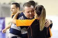 Dragan Petricevic antrenor Universitatea Cluj si Alina Dekan arbitru dupa meci