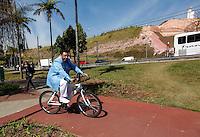 SAO PAULO, SP, 14 JULHO 2012 - ELEICOES 2012 - JOSE SERRA - O vereador e candidato a reeleicao Agnaldo Timoteo, cumpre agenda eleitoral durante visita a Ciclovia da Radial Leste, em Itaquera, neste sábado, 14. (FOTO: VANESSA CARVALHO / BRAZIL PHOTO PRESS).