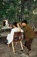 Asie/Vietnam/Haiphong: Coiffeur des rues