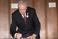 SAO PAULO, SP, 13.12.13. PRESIDENTE FRAN&Ccedil;OIS HOLLANDE EM SP. O presidente da regi&atilde;o de &Icirc;le-de-France, Jean-Paul Huchon,<br />  durante evento no Palacio dos Bandeirantes. Durante a visita, o presidente franc&ecirc;s e o governador  assinaram acordos de coopera&ccedil;&atilde;o entre Fran&ccedil;a e o estado de S&atilde;o Paulo. (Foto: Adriana Spaca/Brazil Photo Press)
