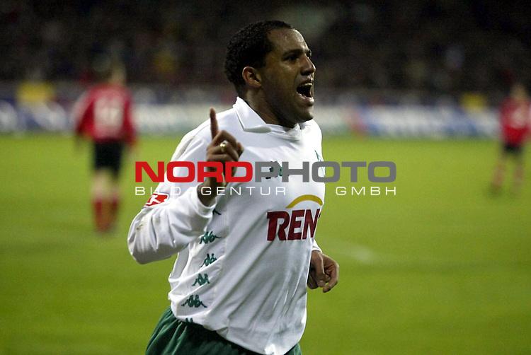 BL 2003/2004 -16. Spieltag<br /> Bayer 04 Leverkusen vs SV Werder Bremen<br /> 42. Minute - Kugelblitz Ailton hat zum 0:1 eingeschlagen und jubelt<br /> Foto &copy; nordphoto <br /> <br />  *** Local Caption *** Foto ist honorarpflichtig! zzgl. gesetzl. MwSt.<br />  Belegexemplar erforderlich<br /> Adresse: nordphoto<br /> Georg-Reinke-Strasse 1<br /> 49377 Vechta