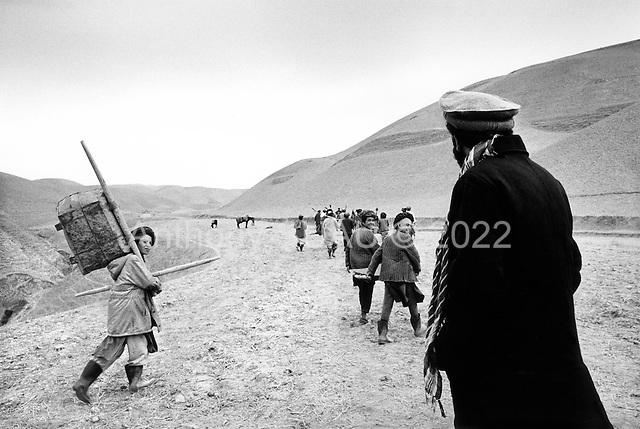 Northern Afghanistan <br /> October  2001<br /> <br /> Sending Afghan men and a few boys off to work on Shelter for Life's work for food program.