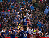Northampton Saints' Courtney Lawes and Bath Rugby's Taulupe Faletau compete for a line out<br /> <br /> Photographer Bob Bradford/CameraSport<br /> <br /> Gallagher Premiership - Bath Rugby v Northampton Saints - Saturday 22 September 2018 - The Recreation Ground - Bath<br /> <br /> World Copyright &copy; 2018 CameraSport. All rights reserved. 43 Linden Ave. Countesthorpe. Leicester. England. LE8 5PG - Tel: +44 (0) 116 277 4147 - admin@camerasport.com - www.camerasport.com