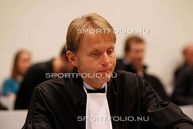 Nederland, Utrecht, 28 december 2011.Raadsman (advocaat) Jan Kabalt van Tscheu La Ling  in de rechtzaal van de rechtbank in Utrecht voor het kort geding wat hij heeft aangespannen tegen Steven Ten Have.