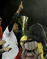 BOGOTÁ -COLOMBIA, 24-06-2017: Agustin Julio, técnico de Santa Fe, celebra con el trofeo el título de campeones después del partido de vuelta entre Independiente Santa Fe y Atletico Huila por la final de la Liga Femenina Aguila 2017 jugado en el estadio Nemesio Camacho El Campin de la ciudad de Bogota. / Agustin Julio, coach of Santa Fe, ceelbrates with the trophy the championship after the second leg match between Independiente Santa Fe and Atletico Huila for the final of Aguila Women League 2017 played at the Nemesio Camacho El Campin Stadium in Bogota city. Photo: VizzorImage/ Gabriel Aponte / Staff