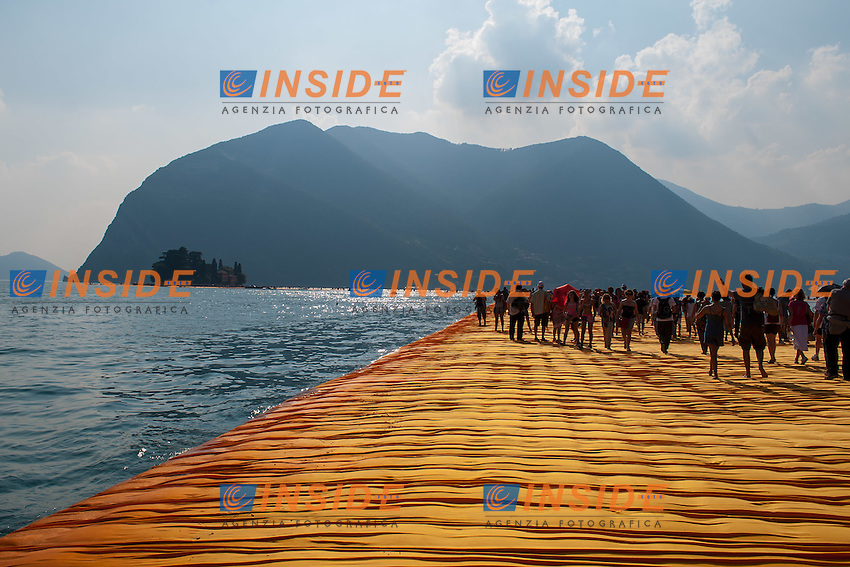 The Floating Piers installation by the Bulgarian artist Christo Vladimirov Yavachev on the Iseo Lake<br /> The Floating Piers l'installazione galleggiante dell'artista bulgaro Christo Vladimirov Yavachev, una passerella galleggiante sul lago di Iseo. <br /> <br /> Montisola 01-07-2016<br /> Photo Laura Binda/Insidefoto