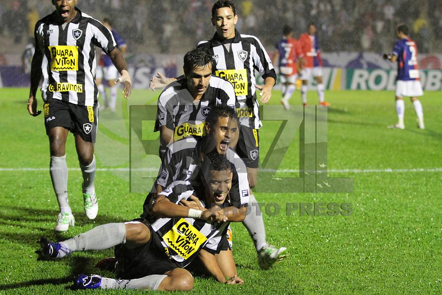 CURITIBA, PR, 30 DE MARÇO DE 2011 – PARANÁ X BOTAFOGO/RJ – O Paraná Clube recebeu na noite de quarta-feira (30), na Vila Capanema, a equipe do Botafogo/RJ no primeiro jogo da segunda fase da Copa do Brasil. Antonio Carlos (embaixo) abriu o placar para o Botafogo aos 15 minutos do primeiro tempo. (FOTO: ROBERTO DZIURA JR./ NEWS FREE)