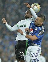BOGOTA - COLOMBIA -28 -05-2015: Fernando Uribe (Der) jugador de Millonarios disputa el balón con Helibelton Palacios (Izq) jugador de Deportivo Cali durante partido de ida en las semifinales de la Liga Águila I 2015 jugado en el estadio Nemesio Camacho El Campín de la ciudad de Bogotá./ Fernando Uribe (R) player of Millonarios fights for the ball with Helibelton Palacios (L) player of Deportivo Cali during the semifinal first leg match of the Aguila League I 2015 played at Nemesio Camacho El Campin stadium in Bogotá city. Photo: VizzorImage / Gabriel Aponte / Staff.