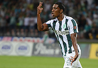 MEDELLÍN -COLOMBIA-23-08-2015. Orlando Berrio de Atlético Nacional celebra un gol anotado a Once Caldas durante partido por la fecha 8 de la Liga Aguila II 2015 jugado en el estadio Atanasio Girardot de la ciudad de Medellín./ Orlando Berrio payer of Atletico Nacional celebrates a goal scored to Once Caldas during match for the  8th date of the Aguila League II 2015 at Atanasio Girardot stadium in Medellin city. Photo: VizzorImage/León Monsalve/ STR