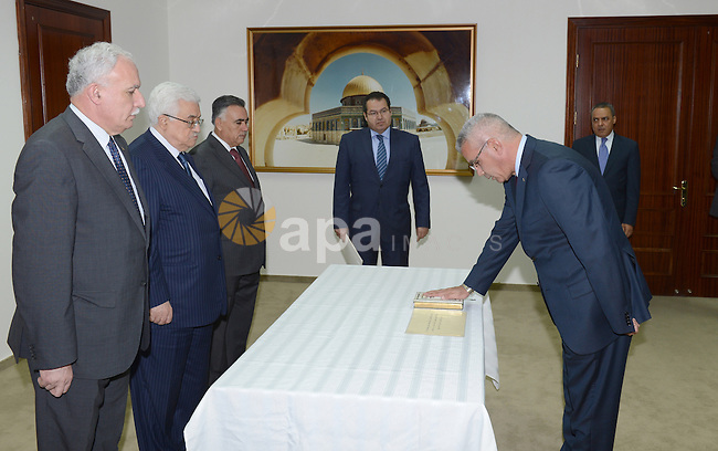 Palestinian President Mahmoud Abbas (Abu Mazen) during the sworn of ambassador of the State of Palestine to Kuwait Rami Ihsan Tahboub in the West bank city of Ramallah on Oct. 09, 2012. Photo by Thaer Ganaim