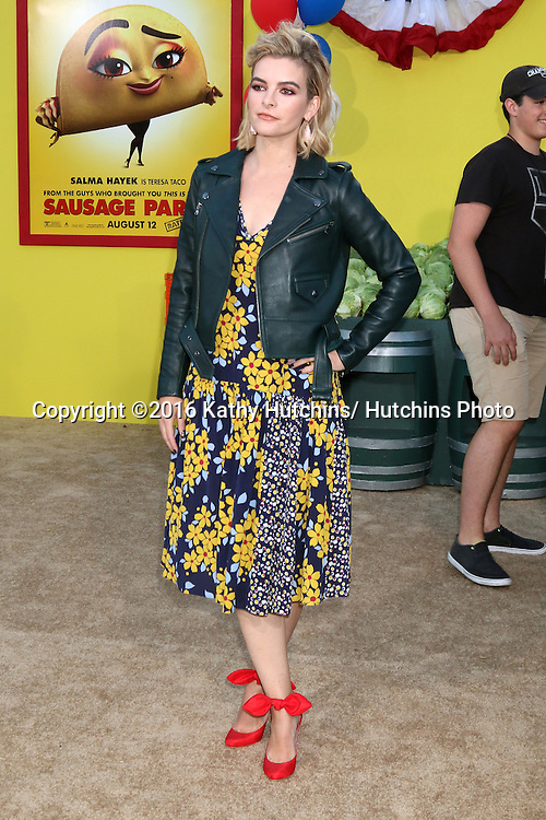 """LOS ANGELES - AUG 9:  Kelly Oxford at the """"Sausage Party"""" Premiere at the Village Theater on August 9, 2016 in Westwood, CA"""
