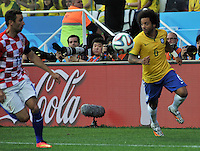 SAO PAULO - BRASIL -12-06-2014. Marcelo(Der) jugador de Brasil disputa el balón con D. Srna (Izq) de Croacia en partido del Grupo A de la fase inicial de la Copa Mundial de la FIFA Brasil 2014./ Marcelo (R) player of Brazil fights the ball with D. Srna (L) player of Croatiaduring the match of Group A of the initial phase of 2014 FIFA World Cup Brazil. Photo: VizzorImage / Alfredo Gutiérrez / Cont