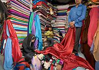 AFGHANISTAN, 06.2008, Kabul. Markt/Basar: Einkaufen von Stoff fuer ein Hochzeitskleid.   Market/Bazaar: Shopping for material to make a wedding dress.<br /> © Marzena Hmielewicz/EST&OST