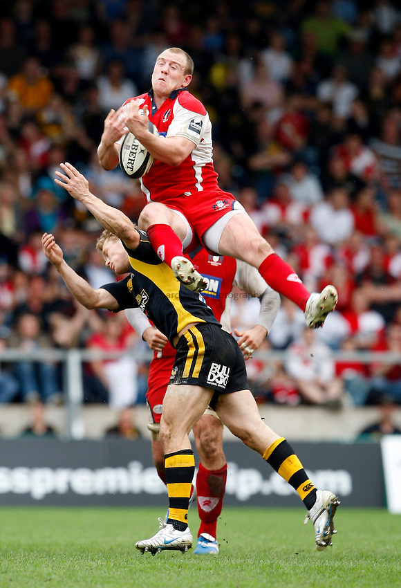 Photo: Richard Lane/Richard Lane Photography..London Wasps v Gloucester Rugby. Guinness Premiership. 04/05/2008. Gloucester's Mike Tindall rises above Wasps' Josh Lewsey for a high ball.