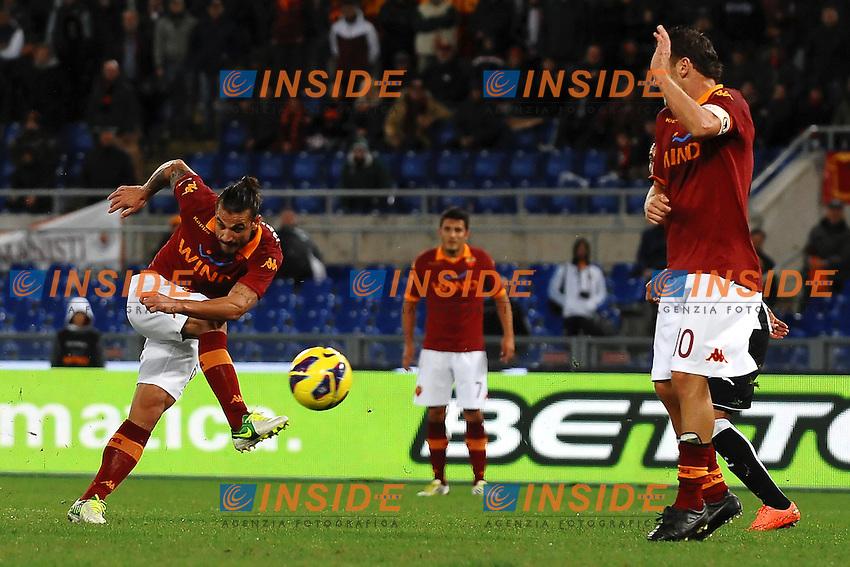 Tiro di Daniel Pablo Osvaldo Roma.Roma 29/102012 Stadio Olimpico.Football Calcio 2012/2013 Serie A.Roma Vs Udinese.Foto Insidefoto Andrea Staccioli