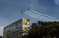 ATENCAO EDITOR: FOTO EMBARGADA PARA VEICULOS INTERNACIONAIS - BRASILIA, DF, 07 SETEMBRO 2012 - DESFILE 7 SETEMBRO - Esquadrilha da fumaca durante desfile Civico-Militar em comemoraca ao Dia 7 de Setembro na cidade de Brasilia na manha dessa sexta-feira. FOTO: VANESSA CARVALHO - BRAZIL PHOTO PRESS.
