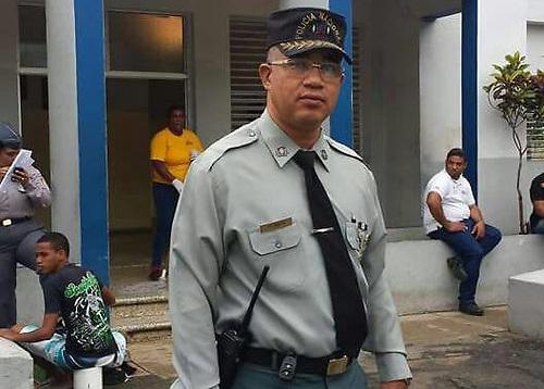 La Dirección de Asuntos Intenso de la Policía Nacional recomendó la cancelación del teniente coronel Moisés Pérez Novas, acusado de violar sexualmente a un joven de 19 años enSabana Perdida, municipio Santo Domingo Norte, de la provincia Santo Domingo.