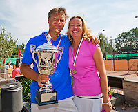 Netherlands, Amstelveen, August 23, 2015, Tennis,  National Veteran Championships, NVK, TV de Kegel,  awards ceremony, Winners mixed doubles, 45+, Mariette Verbruggen and her partner Frank Bitter<br /> Photo: Tennisimages/Henk Koster