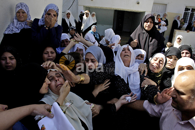 Palestinian women relatives of Islamic Jihad militant Kamel Al- Dahdoh cry during his funeral in Gaza City, 26 September 2009. Al Dahdoh was killed with two other militants from Islamic Jihad militants, after an Israeli military air strike in the east of Gaza City.  Photo By Ashraf Amra