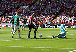 Leon Clarke of Sheffield Utd strikes the ball towards goal during the English championship league match at Bramall Lane Stadium, Sheffield. Picture date 5th August 2017. Picture credit should read: Jamie Tyerman/Sportimage