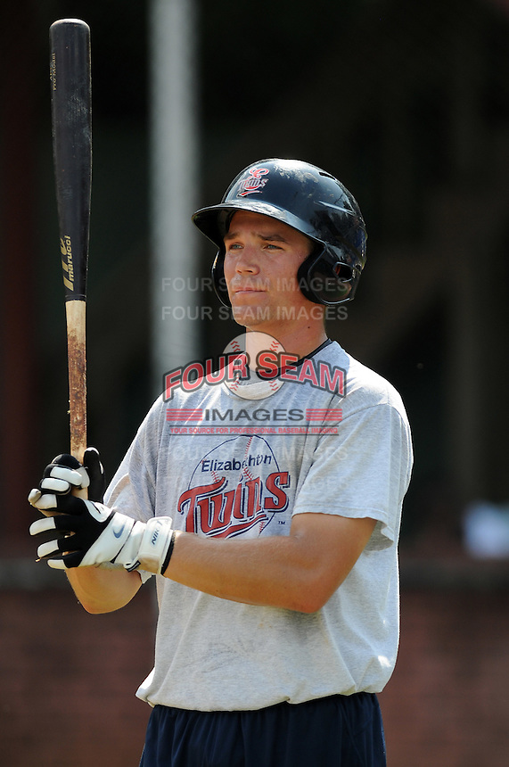 Infielder Andy Leer (15) of the Elizabethton Twins in a game against the Danville Braves on July 16, 2010, at Joe O'Brien Field in Elizabethton, Tenn. Photo by: Tom Priddy/Four Seam Images