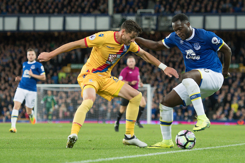 Everton's Romelu Lukaku shields the ball from Crystal Palace's Joel Ward<br /> <br /> Photographer Terry Donnelly/CameraSport<br /> <br /> The Premier League - Everton v Crystal Palace - Friday 30th September 2016 - Goodison Park - Liverpool<br /> <br /> World Copyright &copy; 2016 CameraSport. All rights reserved. 43 Linden Ave. Countesthorpe. Leicester. England. LE8 5PG - Tel: +44 (0) 116 277 4147 - admin@camerasport.com - www.camerasport.com