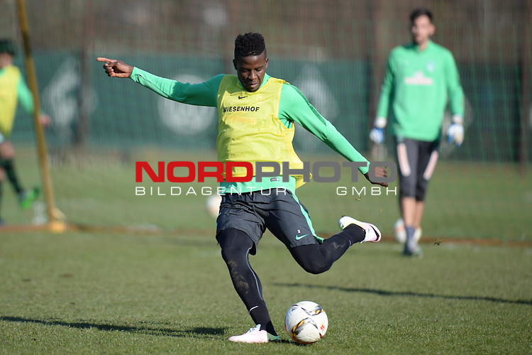 17.03.2016, Trainingsgelaende, Bremen, GER, 1.FBL, Training Werder Bremen<br /> <br /> im Bild<br /> Papy Djilobodji (Bremen #3), <br /> <br /> Foto &copy; nordphoto / Ewert