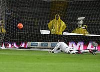 BOGOTA - COLOMBIA - 11 - 03 - 2017: Duvier Riascos (Fuera de Cuadro), jugador de Millonarios, anota gol a Carlos Bejarano, portero de America, durante partido de la fecha 9 entre Millonarios y America de Cali, por la Liga Aguila I-2017, jugado en el estadio Nemesio Camacho El Campin de la ciudad de Bogota. / Duvier Riascos (Out of Frame) player of Millonarios scored a goal to Carlos Bejarano, goalkeeper of America, during a match between Millonarios and America de Cali, of the date 9 for the Liga Aguila I-2017 played at the Nemesio Camacho El Campin Stadium in Bogota city, Photo: VizzorImage / Luis Ramirez / Staff.