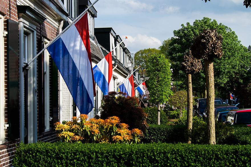 Nederland, Driebergen, 4 mei 2015<br /> Vlag half stok in verband met Dodenherdenking.<br /> <br /> Foto: Michiel Wijnbergh