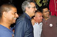 GUARULHOS, SP, 22.07.2014 - ELEICOES 2014 - ALEXANDRE PADILHA - Candidato do PT ao governo de São Paulo, Alexandre Padilha, faz campanha na cidade de Guarulhos, grande São Paulo, nesta terça-feira, 22. (Foto: Geovani Velasquez / Brazil Photo Press).